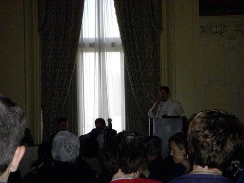 Chris Bennett speaking at e-tourism summit on reputation management